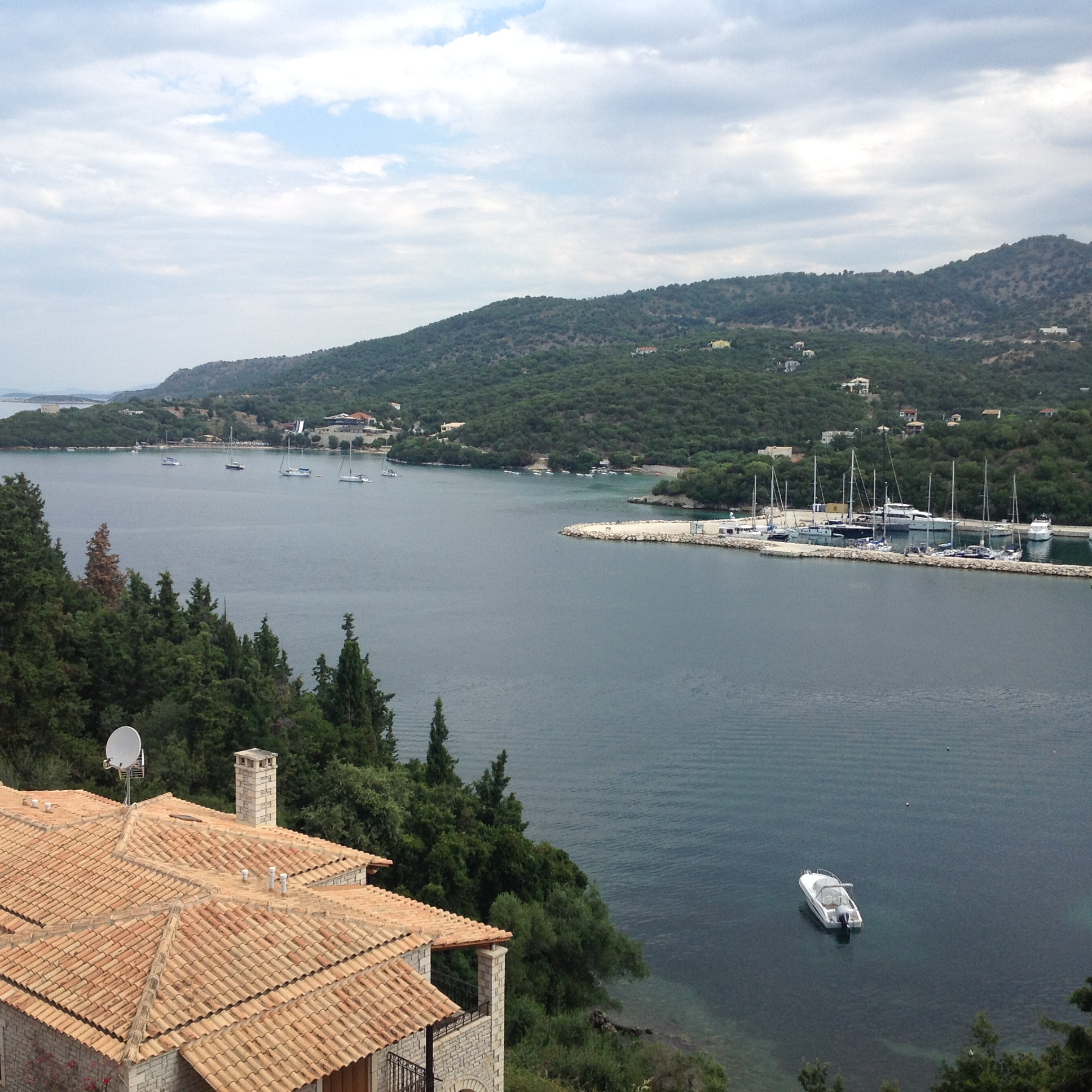 For sale 60m2 amazingly located apartment in Sivota 150.000 Euro.